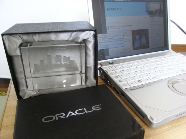 Oracle のガラスオブジェ